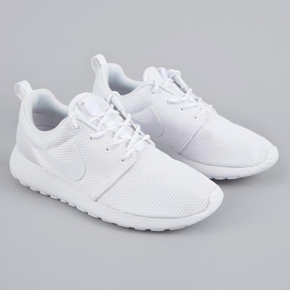 new product 67259 f113d WHITE NIKE ROSHE ONE - WOMEN'S